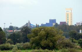 """""""Poland Brzeszcze coal mine"""" autorstwa Wojsyl - Praca własna. Licencja CC BY-SA 3.0 na podstawie Wikimedia Commons - http://commons.wikimedia.org/wiki/File:Poland_Brzeszcze_coal_mine.jpg#mediaviewer/File:Poland_Brzeszcze_coal_mine.jpg"""