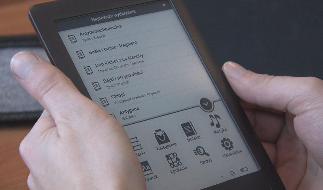 Miejska Biblioteka Publiczna w Jaworznie kupiła tablety i czytniki ebooków.