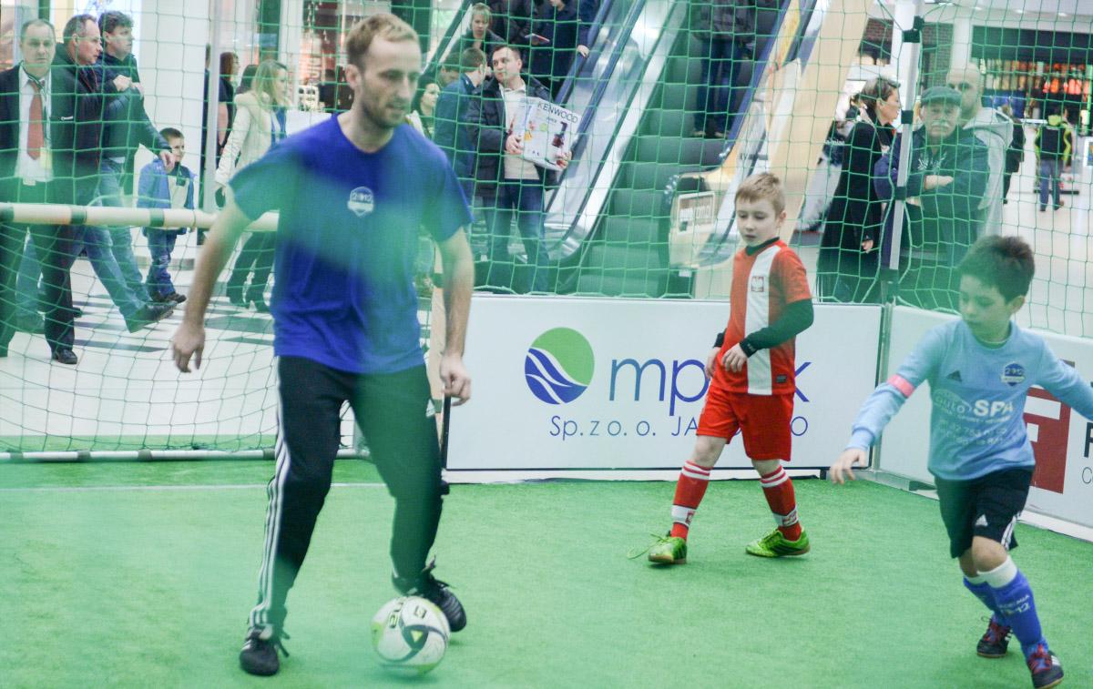 Akademia 2012 zorganizowała w galerii handlowej Galena rozgrywki w piłkę nożną.