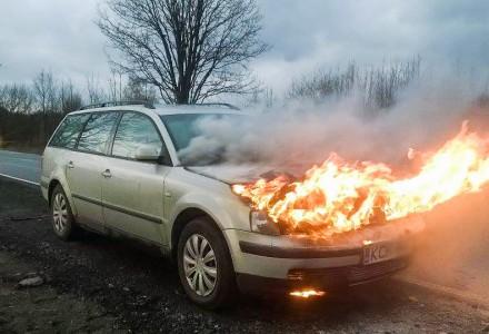 Na ul. Krakowskiej na Cezarówce palił się volkswagen.