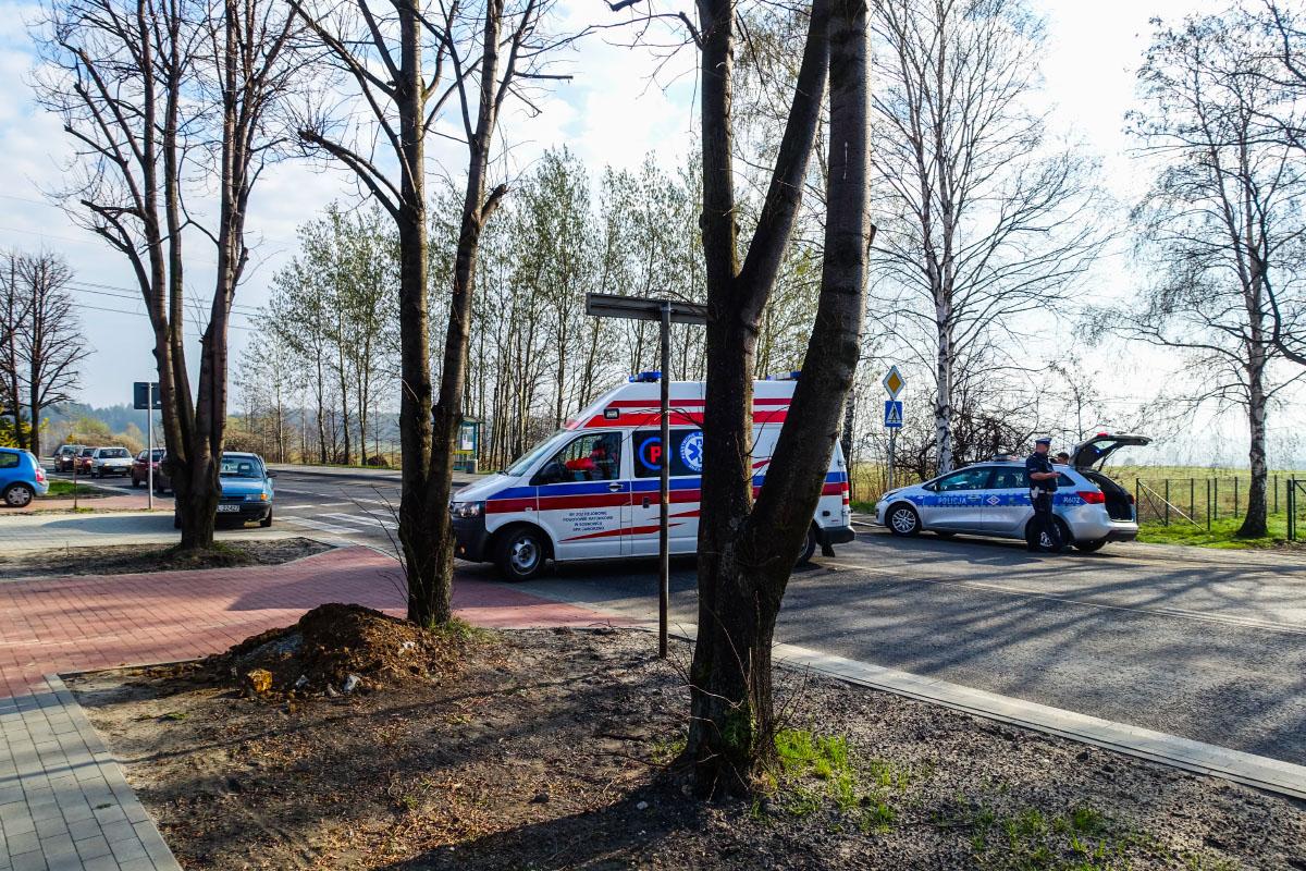 Nieznana osoba potrąciła na pasach 88-letnią kobietę i uciekła z miejsca zdarzenia.