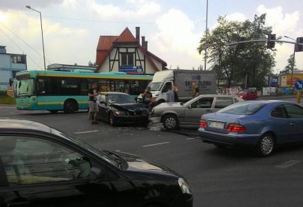Kolizja na skrzyżowaniu ul. Grunwaldzkiej i Szczakowskiej.