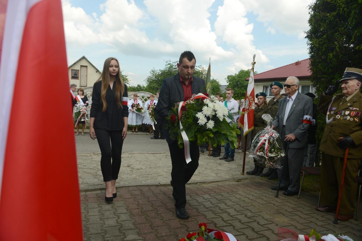 Uroczystości pod Pomnikiem Ofiar Faszyzmu w Ciężkowicach.