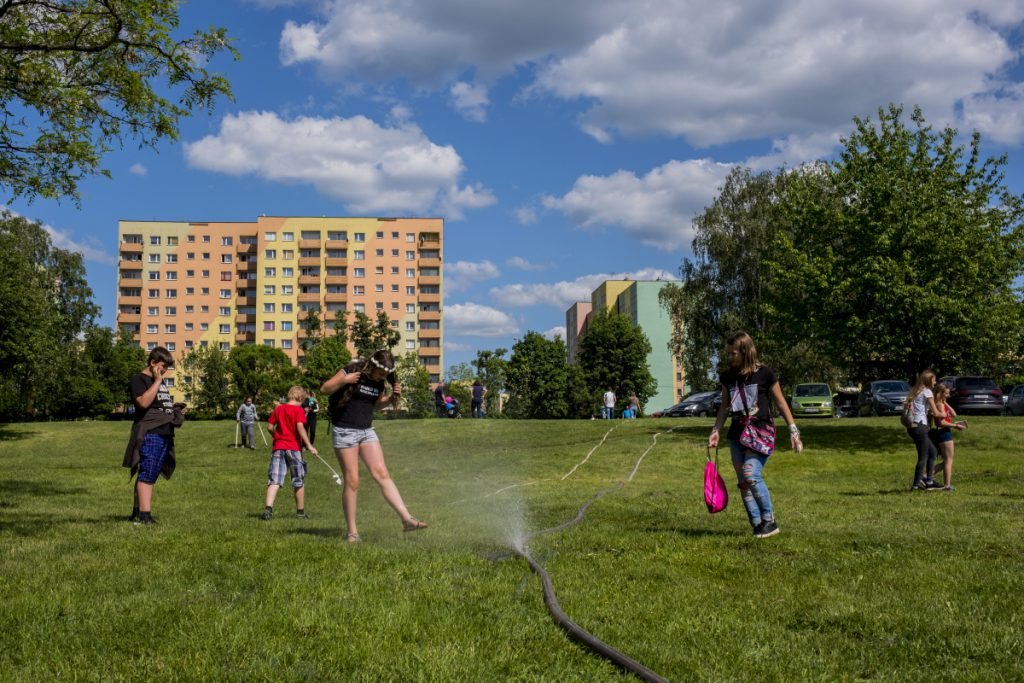 19 maja. Park na Podłężu. Majówka organizowana między innymi przez Jaworznicką Inicjatywę Narodową.