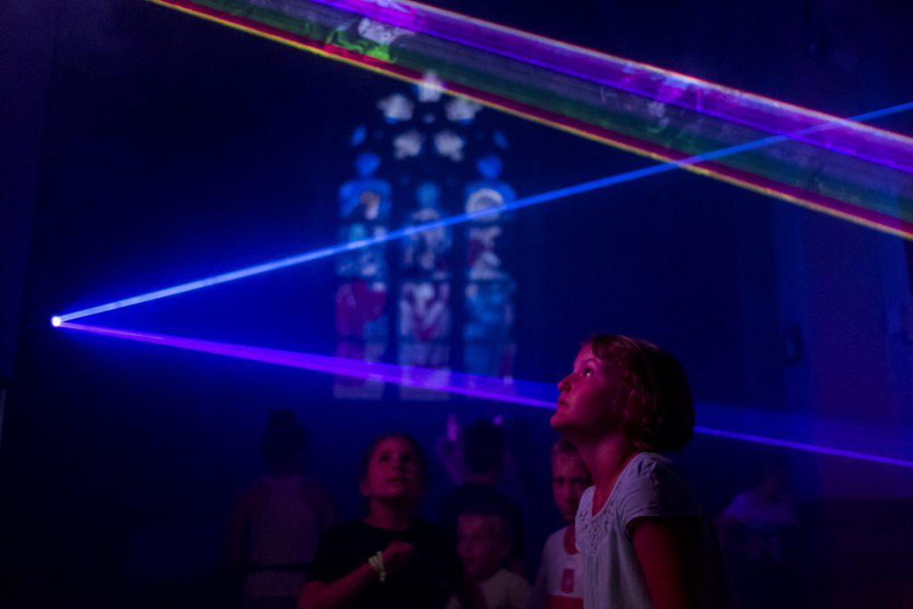 9 czerwca. Kościół św. Elżbiety Węgierskiej w Szczakowej. Pokaz laserów w ramach Festynu Elżbietańskiego.