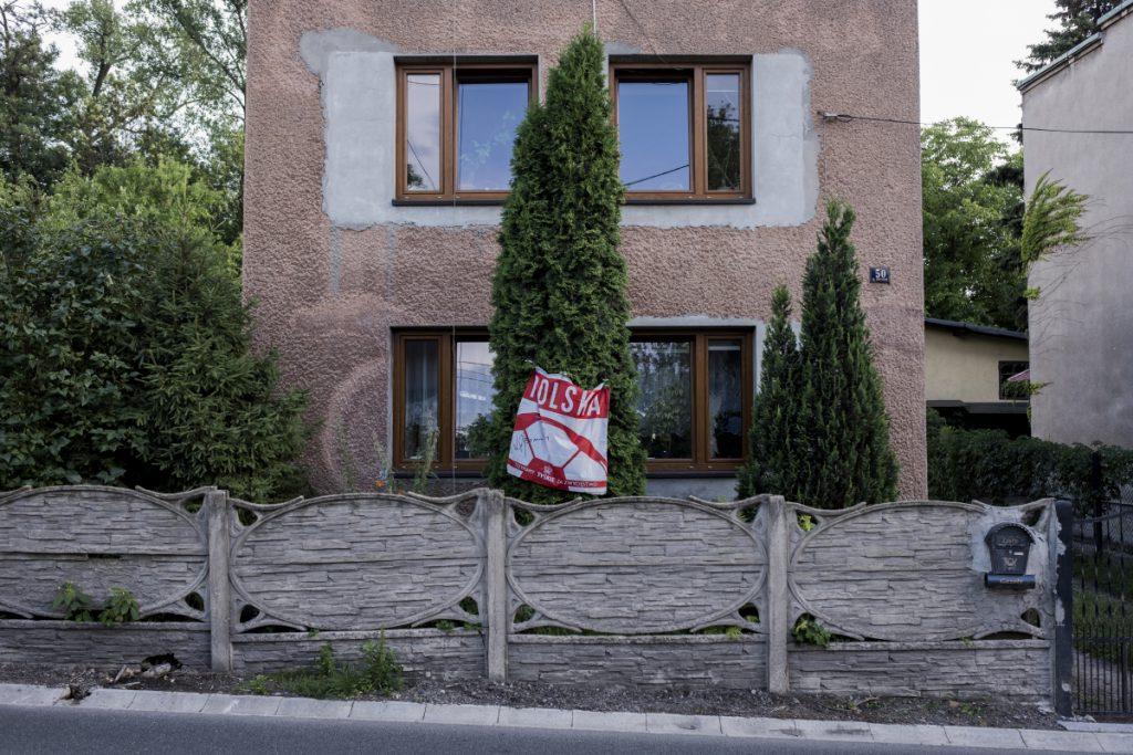 12 lipca. Pieczyska. Flaga wywieszona z okazji Mistrzostw Świata w Piłce Nożnej.